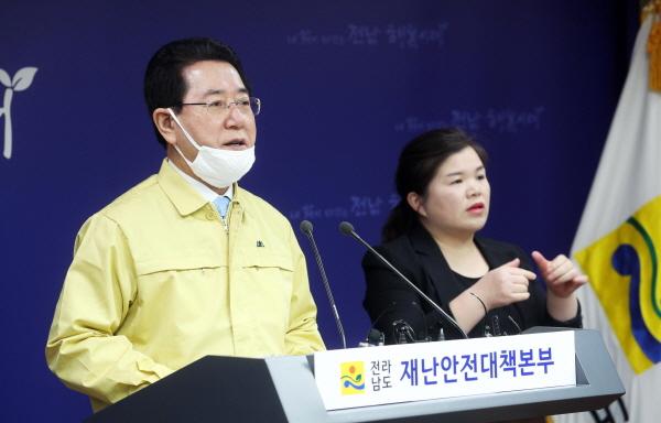 """김 지사, """"취약계층 지원 시급하다"""" 강조"""