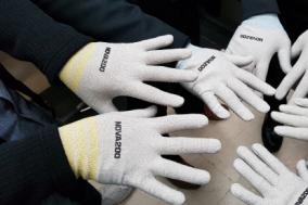 손 마스크로 바이러스 감염 확산예방