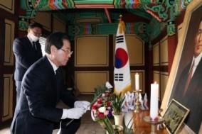 김 지사, '대한민국 임시정부 수립일' 기념 참배